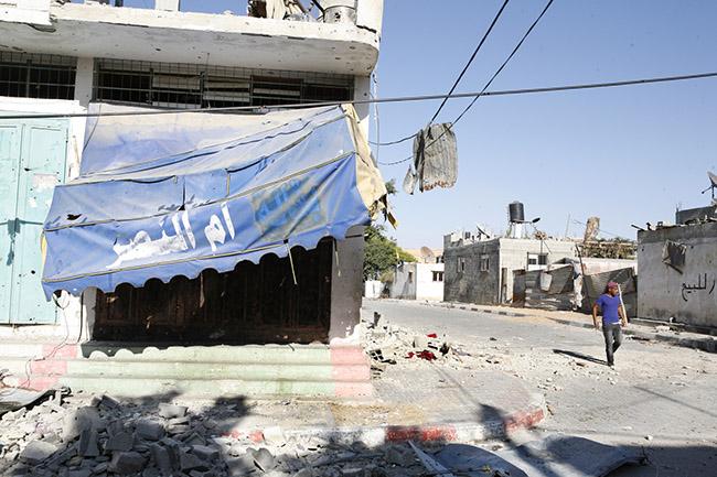 A shop in teh Bedouin village of Umm Al Nasser. Gaza 2-8-2014