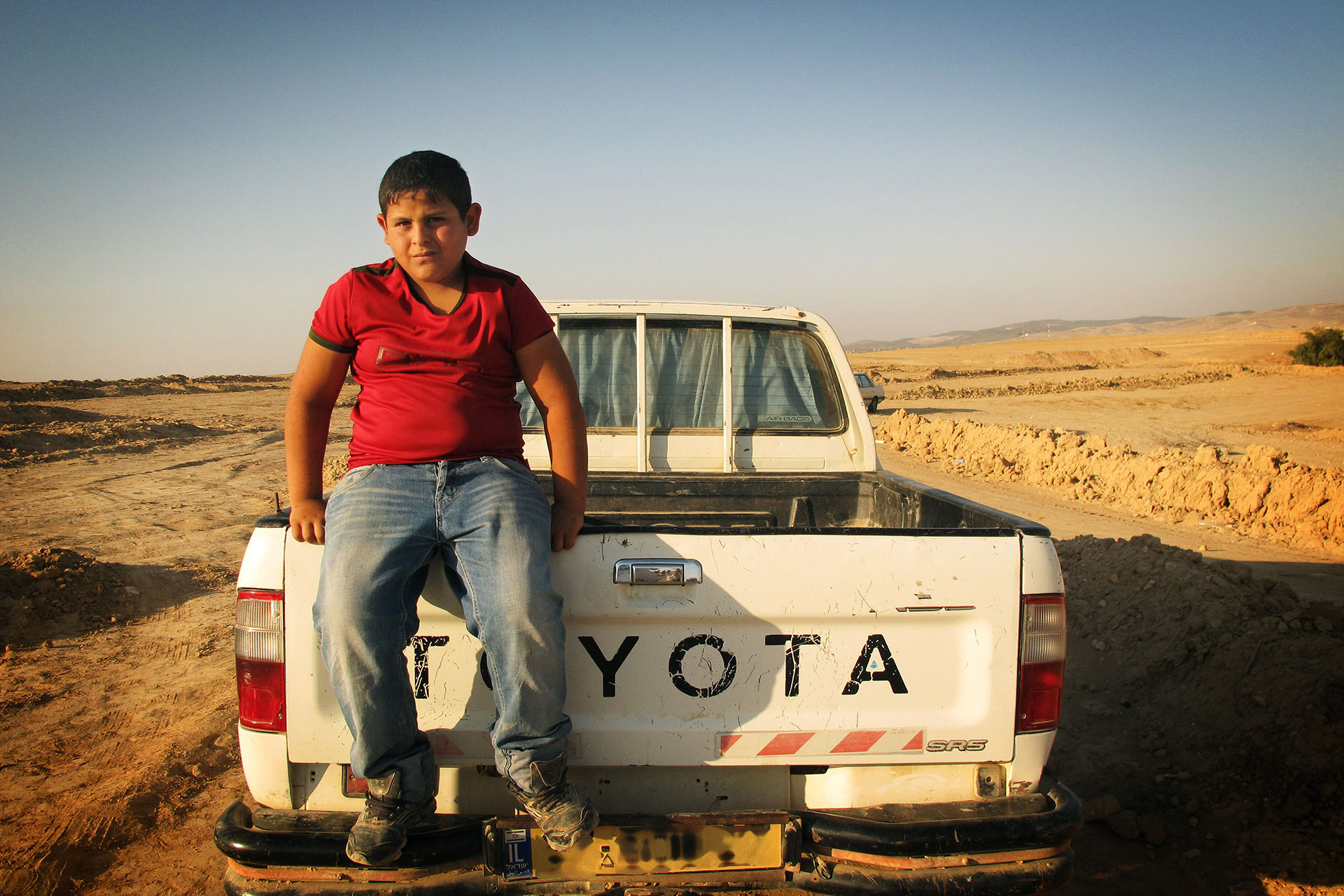 Mohammed on a pick up track in the vast openness of the desert. Al Araqib, July 2010